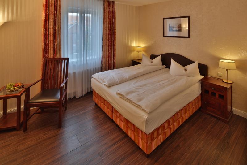kleines sofa zum ausziehen wohnzimmer gestaltung. Black Bedroom Furniture Sets. Home Design Ideas